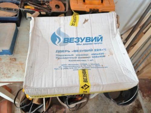 Дверца Везувий 220 в упаковке